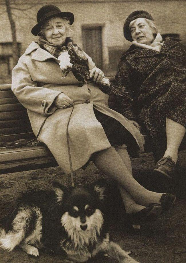 Фаина Раневская на прогулке с подругой Ниной Сухоцкой