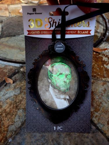NEW-SHIMMERS-3D-LIGHT-UP-VICTORIAN-CREEPY-PICTURE-OF-MAN-HALLOWEEN-ORNAMENT