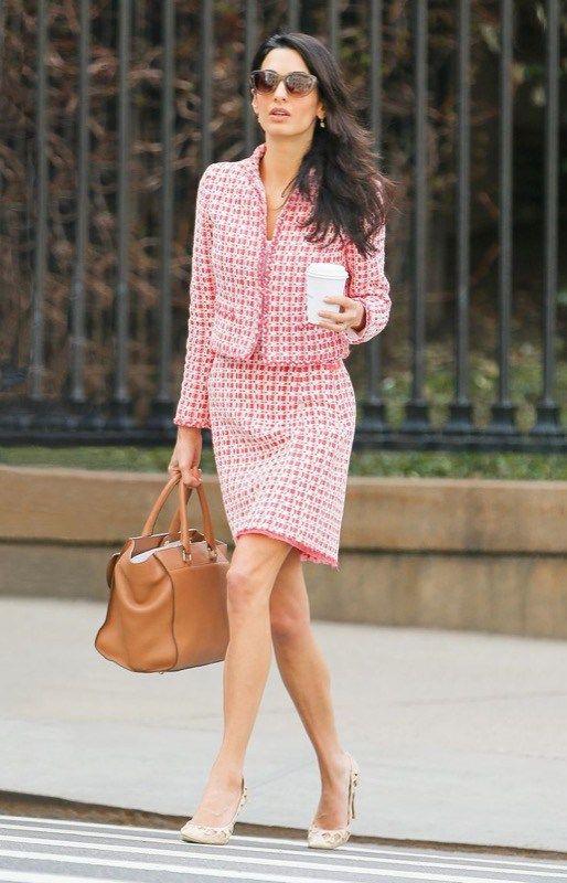 Dal tubino al blazer, i capi indispensabili per l'ufficio che ogni donna in carriera dovrebbe avere nell'armadio per un look elegante e professionale!