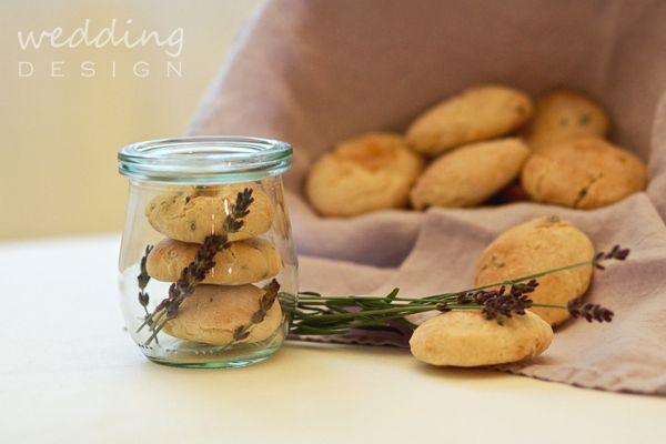 A mi Provence ünk: levendulás esküvői tematika tematikus het menukartya koszonoajandek inspiracio eskuvoi torta eskuvoi meghivok eskuvoi grafika eskuvoi dekoracio eskuvo