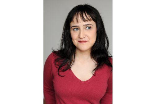 Mara Wilson, star of Matilda, rates reviews Matilda the Musical.