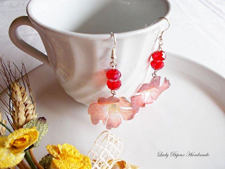 Orecchini pendenti con fiori rossi realizzati con la tecnica del Sospeso Trasparente : Orecchini di lady-bijoux-handmade