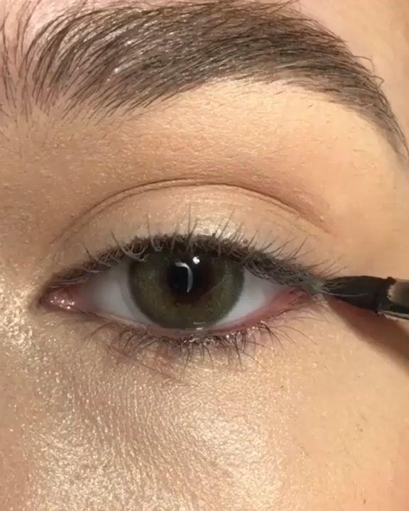 eyeliner styles for big eyes . eyeliner styles for hooded eyes . eyeliner styles simple step by step . eyeliner styles different Makeup Eye Looks, Eye Makeup Tips, Cute Makeup, Eyeshadow Looks, Eyebrow Makeup, Makeup Videos, Skin Makeup, Makeup Eyeshadow, Awesome Makeup