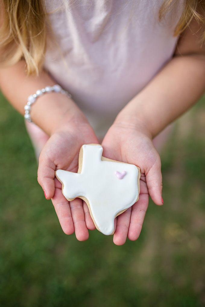 Texas cookie favors | Eliza Morrill Photography | Glamour & Grace