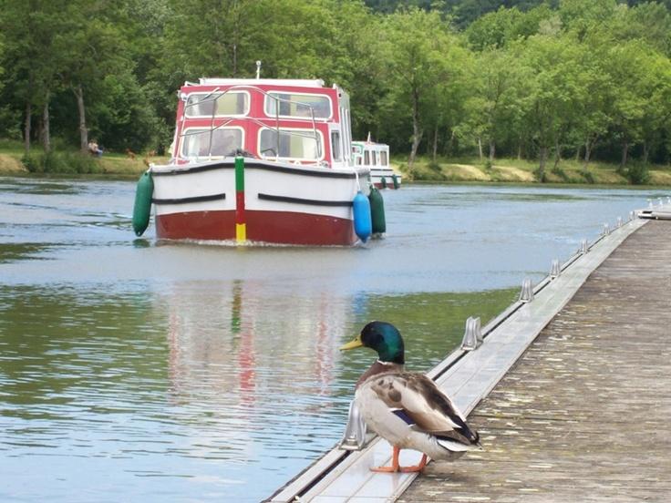 Meuse nautic à Dun sur Meuse  Pour quelques heures ou pour un week-end, préparez-vous à l'embarquement et découvrez les charmes du fleuve...