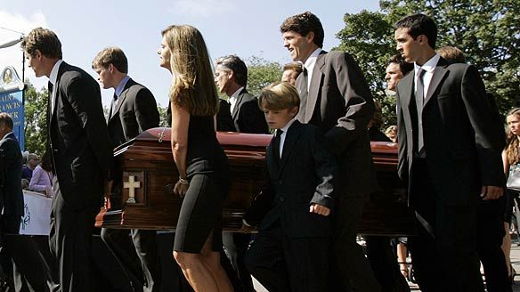 Eunice Kennedy Shriver funeral carrying the casket