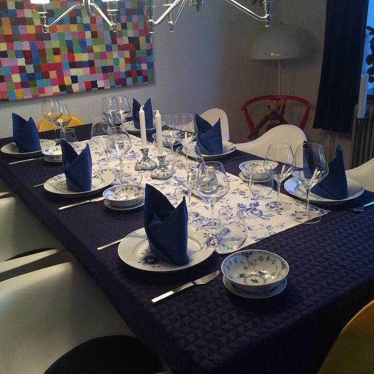 Så jeg klar til gæster  #royalcopenhagen #rc #mussel #musselmalet #blåguld #blåmalet #blåblomst #blåelements #blåmegamussel #megamussel #halvblonde #helblonde #porcelæn #empire #palmette #elements #hvidriflet #hvidelements #blue #love #bg #binggrøndahl #bingoggrøndahl #porcelain #elegance #kronberg #royalemedlemmer #rcpassion #ElevatingMoments #rcpåtur #kronberg