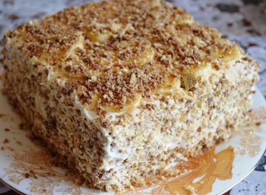 Торт без выпечки из печенья с бананом