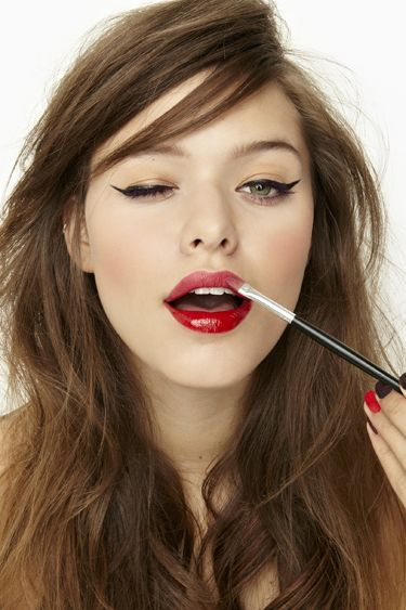 Winged cat eye and red lips. Classic makeup!