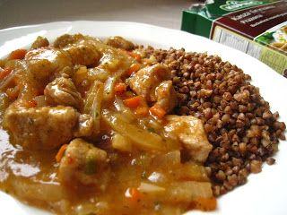 Szybkie gotowanie: Oszczędny gulasz z cebulą i kaszą gryczaną