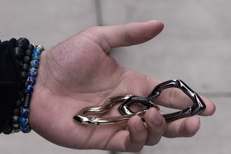 ARCUS carabiner keychain in Chrome Noir & Arctic Gold finish   Made in a carefully selected size that prevents your pockets from feeling and looking bulky, the ARCUS carabiner combines a unique and ferocious sculptural design with user-friendliness.   #edc #gear #giftsforhim #mensgifts #mensstyle #streetwear #everydaycarry #mensfashion #streetstyle #urbanstyle #jewelryformen #mensjewelry #boyfriendgift #carabiner #keychain #accessoriesformen #mensaccessories #keychain #tactical #badass