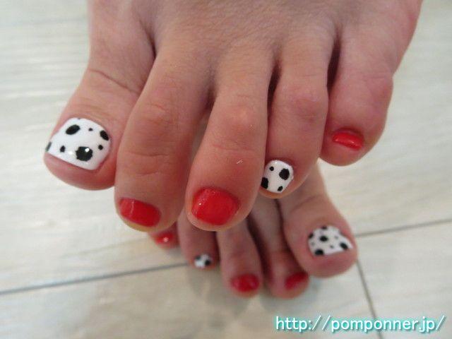 ダルメシアン柄と赤の全体塗りフットネイル Painted the entire foot nail and red Dalmatian pattern via Rabbit