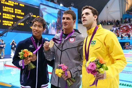 競泳男子400m個人メドレーで銅メダルを獲得した萩野公介(左)(アフロスポーツ)