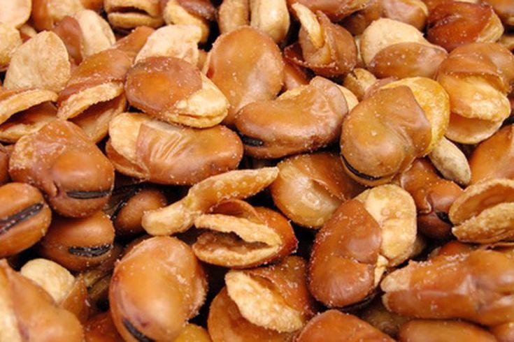 ¿Cuáles son los beneficios de las habas?. Las habas, como frijoles de soya, son legumbres de color verde que vienen en su propia