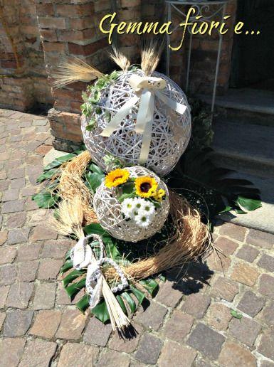 addobbo esterno Chiesa di girasoli margherite grano e sfere