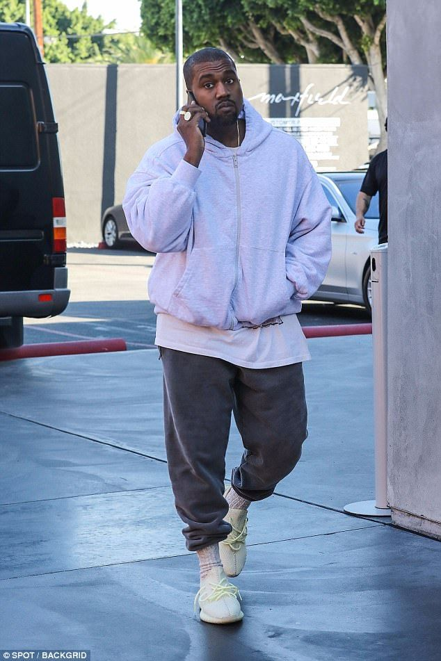 Kanye West Spotted Out Alone On Black Friday Kanye West Style Kanye West Outfits Kanye Fashion