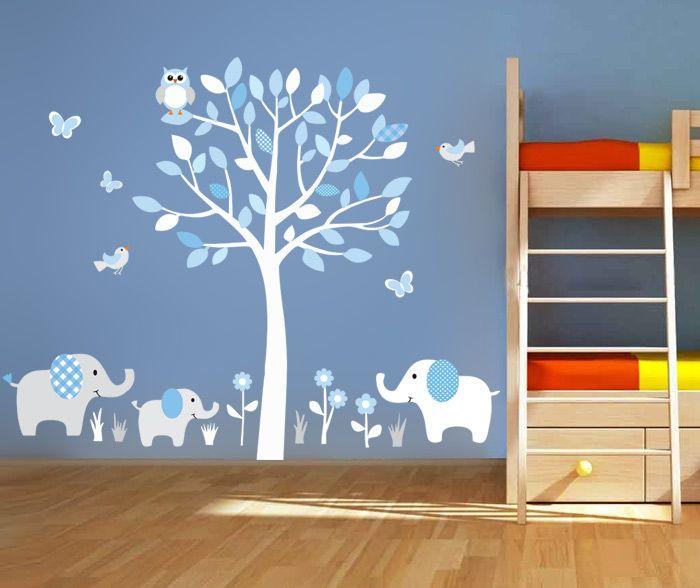 Παιδικό αυτοκόλλητο τοίχου με 3 ελέφαντες και δέντρο με πουλιά και πεταλούδες.  Ιδανικό για βρεφικό και παιδικό δωμάτιο, βγαίνει σε άπειρους χρωματισμούς. Κατασκευασμένο από άριστης ποιότητας ματ βινύλιο.  Αν επιθυμείτε άλλο συνδυασμό χρωμάτων πατήστε το κουμπί επικοινωνίας στην καρτέλα του προϊόντος.  Συσκευασία: 2 φύλλα 80Χ70  Τελικές διαστάσεις: 140cm x 125 cm