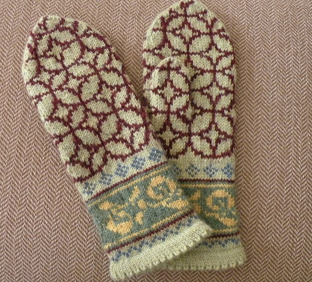 Ravelry: maxinedaley's Christmas Mittens #1