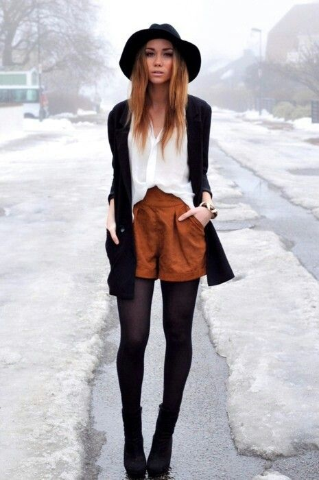 Hat, suede shorts, boho winter: