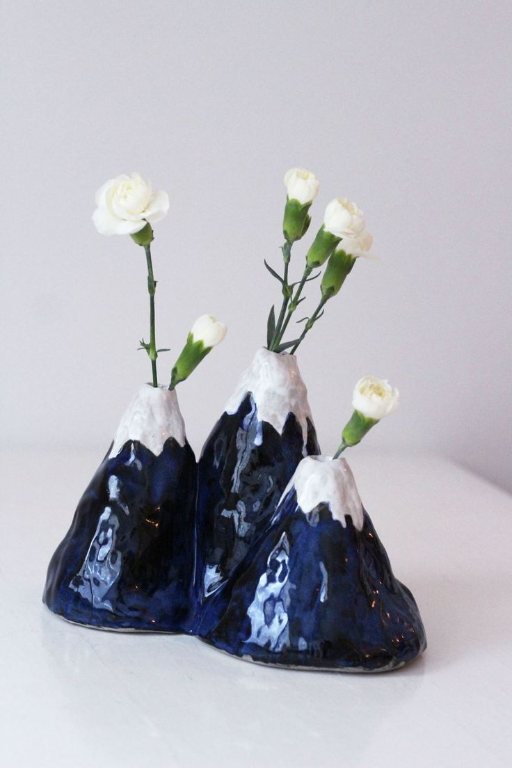 DIY Ceramic Mountain vase by Mikaela Puranen