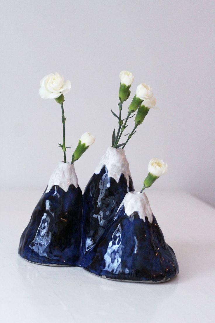 DIY Ceramic Mountain vase by Mikaela Puranen