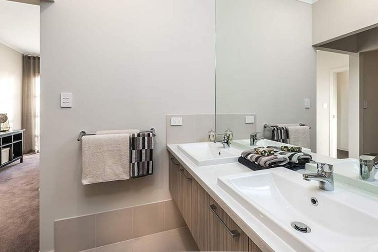 This charming ensuite has ample space to relax. #weeksbuildinggroup #newhome #homedesign