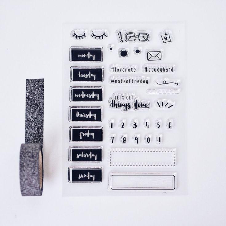 """Stempel dir die Welt, wie sie dir gefällt. Mit dem süßen """"Let's get things done""""-Stempelset kannst du deine Kalender und Notizbücher zu ganz eigenen Kunstwerken gestalten.  Die Clearstamps kannst du einfach von der Folie ziehen und auf..."""
