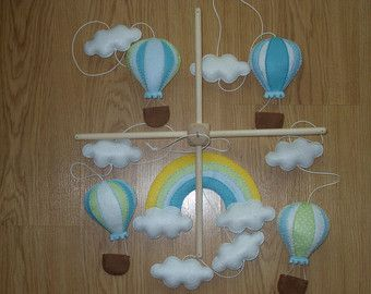 Baby Mobile Hot Air Balloon Baby Shower Gift di SimplyStitcheduk