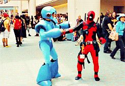 Want to know what it would be like to attend Comic-Con with Deadpool? We think it would be a little something just like this. One very clever cosplayer decided to spend most of Comic-Con clothed as the Merc with a Mouth, running about causing mischief. The Gifs that follow are amazing!