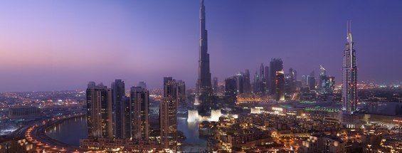【アラブ首長国連邦】ドバイの高層ビル群。砂漠の国にある最先端の近代都市で、中東屈指の世界都市と金融センターの中心地。世界一の高層ビル(高さ828m)のブルジュ・ハリファがあり、まるでSF映画のような町並みは圧巻です。