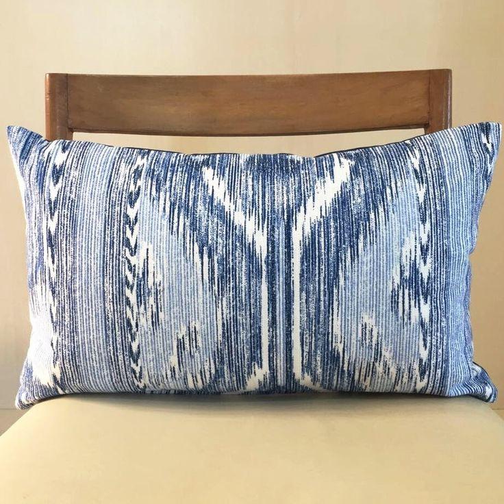 Un preferito personale dal mio negozio Etsy https://www.etsy.com/it/listing/526741117/blue-batik-cushion