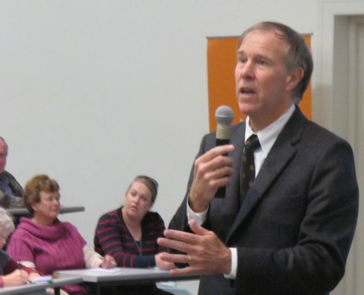 Prof Noakes Diet Menu Plan - Tim Noakes telling his audience why you shouldn't eat sugar or carbs in any form & why you should increase your intake of healthy fats, meat & vegetables...  #timnoakesdietmenuplan #timnoakesdiet #timnoakesrecipes