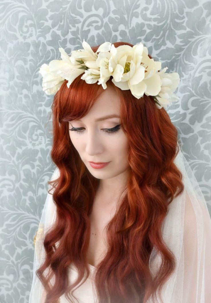 wianek z jasnych kwiatów, wianek i rozpuszczone włosy na ślub, fale na ślub, fryzura ślubna, 114 vaganza blog