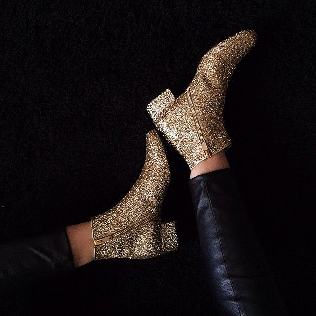 Glitter Boots. How to wear those? http://dresslikeaparisian.com/how-to-wear-shine-in-the-daytime/
