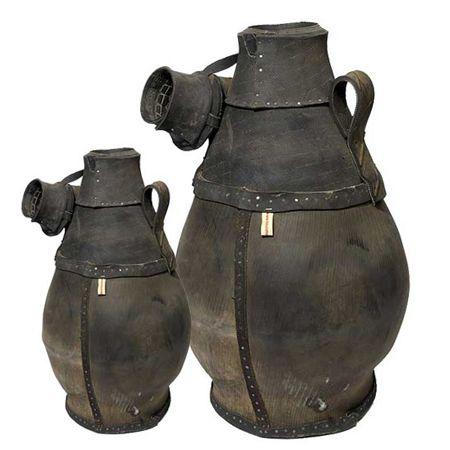 Kannen gemaakt van oude banden. Household hardwear 37,50 euro