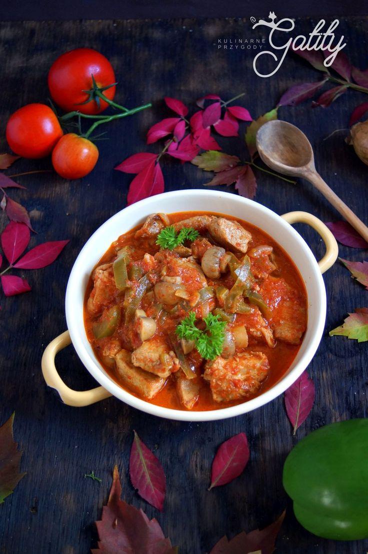 Kulinarne przygody Gatity - przepisy pełne smaku: Wieprzowy gulasz w sosie pomidorowym