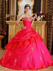 Elegant Red Sweetheart Quinceanera Dress with Ruffled Layers