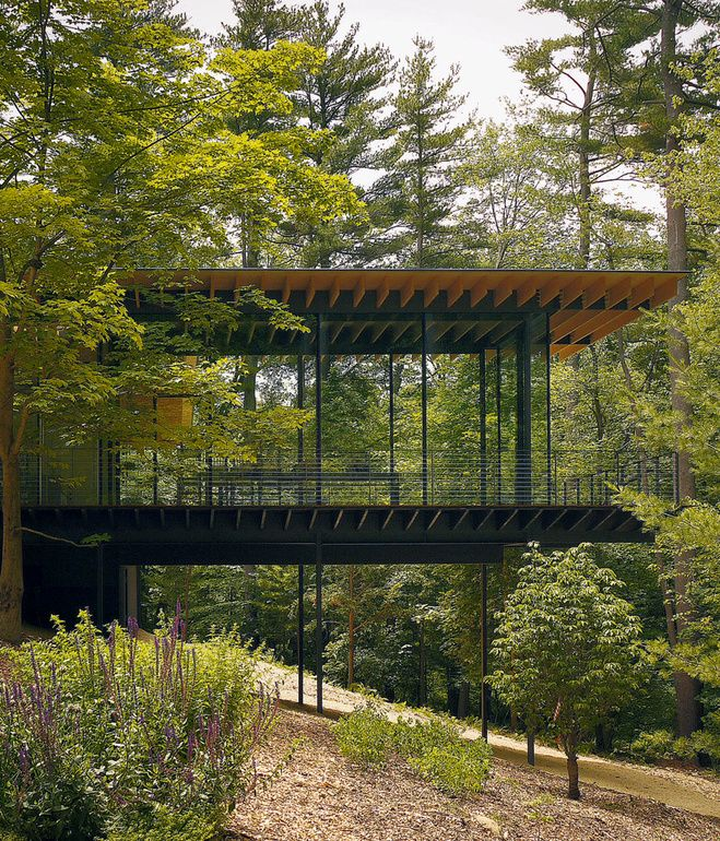 Kengo Kuma updated the mid-century Glass Wood House in New Canaan, Connecticut, while maintaining the home's integration with its natural...