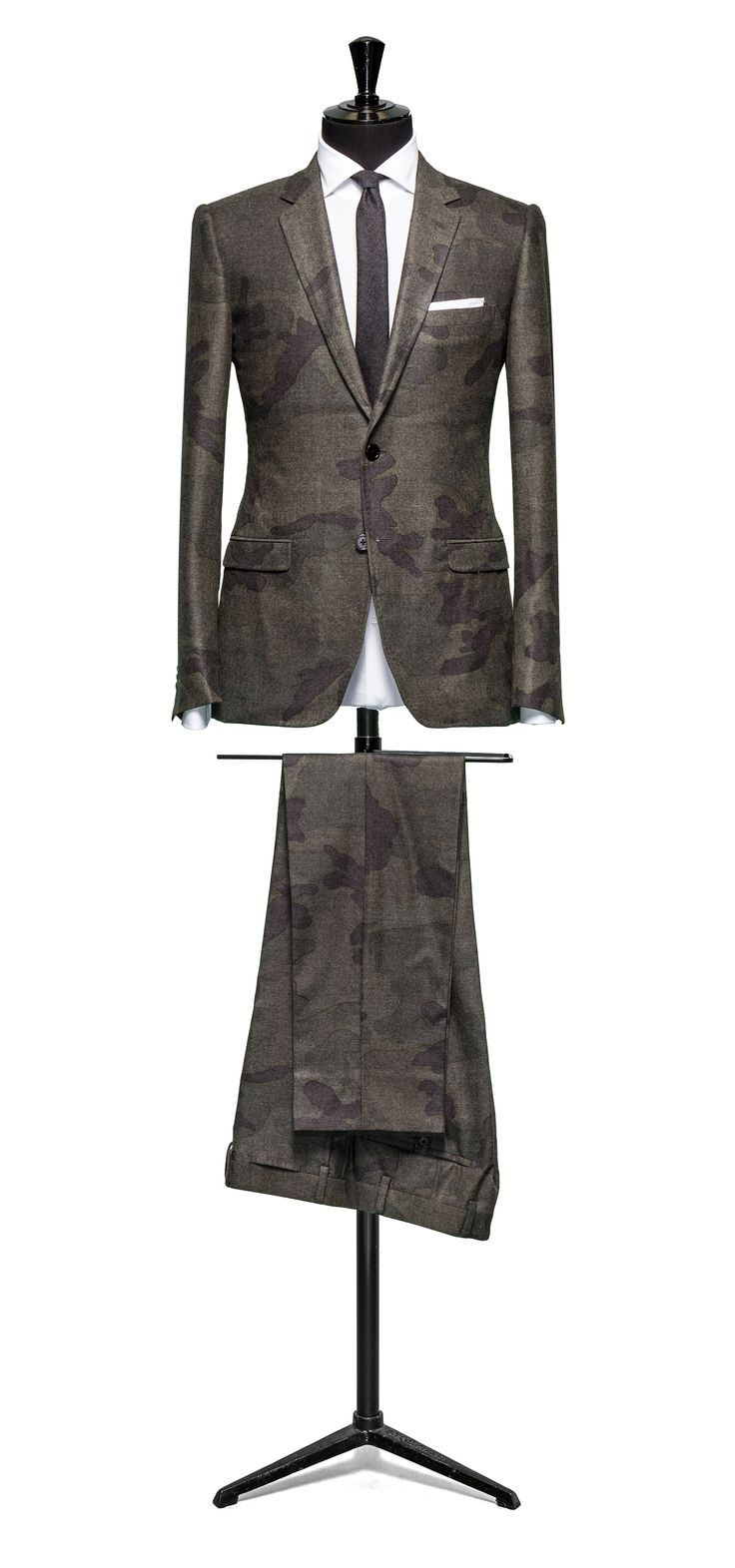 Double face camo suit  S120 http://www.tailormadelondon.com/shop/tailored-suit-fabric-4300a-camo-olive/