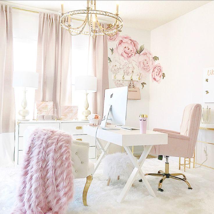 Feminine Homeoffice Desk: (IG: @ginabourne Pinterest: Ginabournepins) Home Office