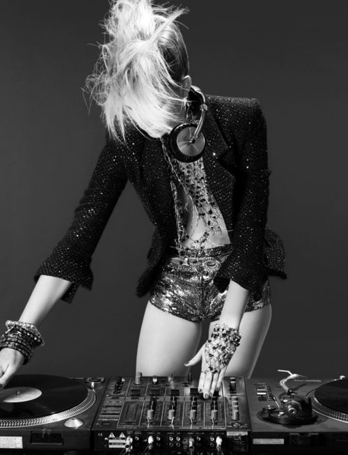 Love for female dj's! This is an awesome pic it's not every day you come across a female DJ! Go girl