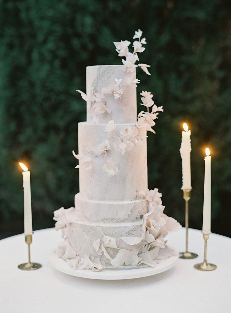 Jasmine Rae Cakes entwarf eine vierstöckige Hochzeitstorte, die mit …   – Wedding Cakes >