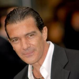 Antonio Banderas - this is not the best picture. Where are those curles?