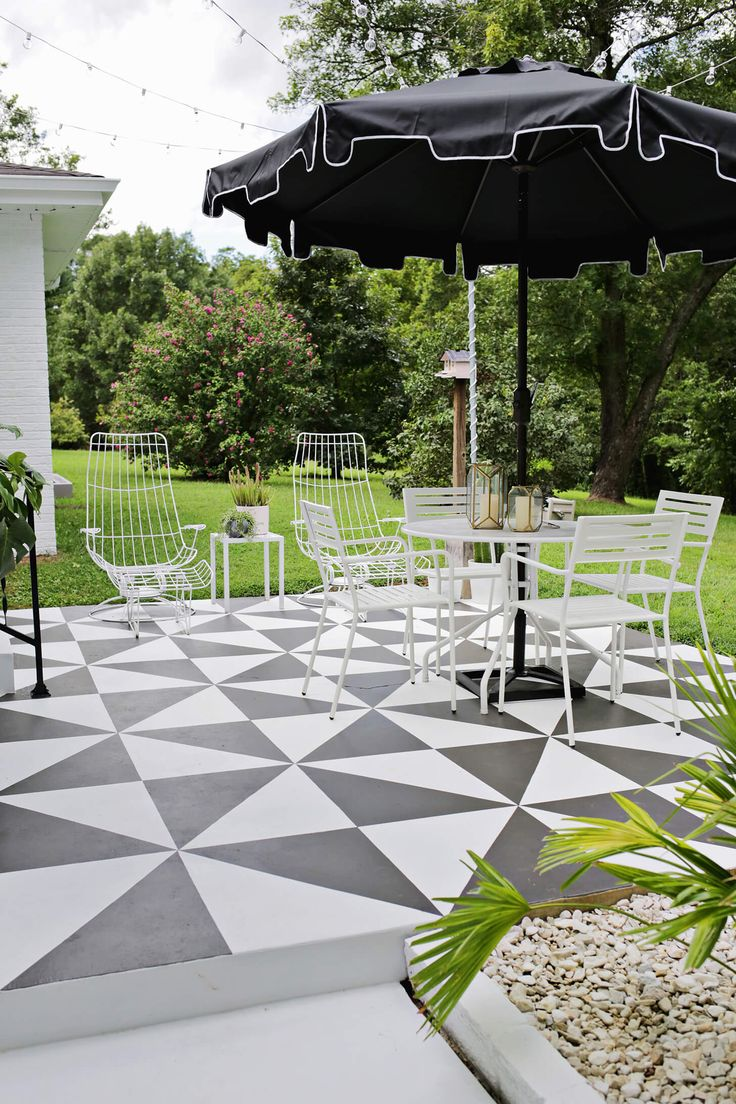 Beautiful patio tile designs - Black And White Painted Patio Amazing Painted Patio Tile Diy Click Through For