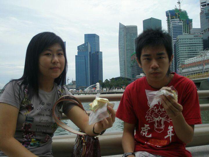 Esplanade - jalan jalan ke singapore kurang lengkap kalau tidak menikmati ice cream 1sgd. Apa lagi saat cuaca panas dan menikmati pemandangan di sekitar patung merlion, marina bay sand. Hal yang sangat berkesan #SGTravelBuddy