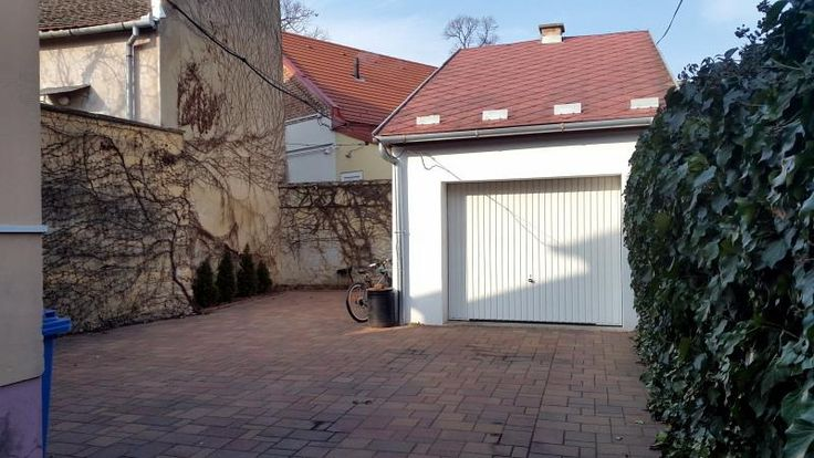 Pécs belvárosához közel felújított családi ház eladó!