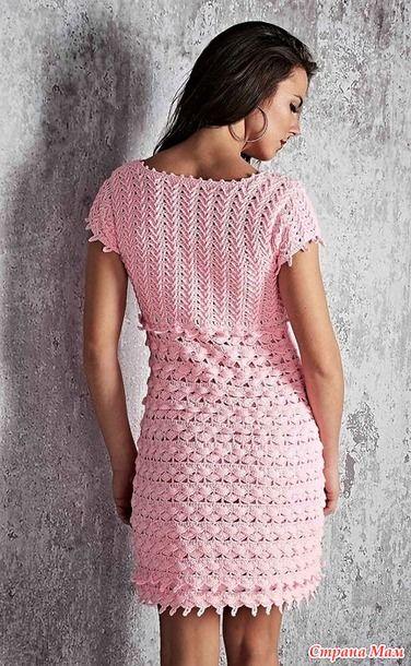 . Изящное нежно розовое платье Decote Reto.