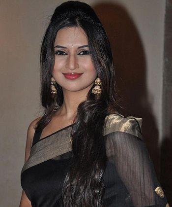 Divyanka thrilled to be back with Sharad!