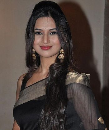 Divyanka thrilled to be back with Sharad!