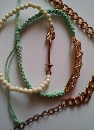 Kup mój przedmiot na #vintedpl http://www.vinted.pl/akcesoria/bizuteria/10613891-bransoletki-rozne-kolorowe-zlote-reserved